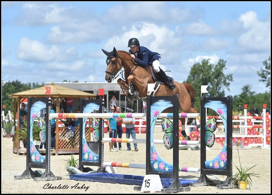 Équitation. Jumping des Sables : Pierre-Marie Friant dans son jardin à La Jeannière